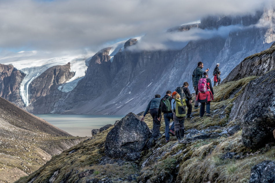 Fjorde, Berge und Gletscher bieten immenses Potential für den Tourismus. (Foto: Roger Pimenta, OneOcean Expeditions)